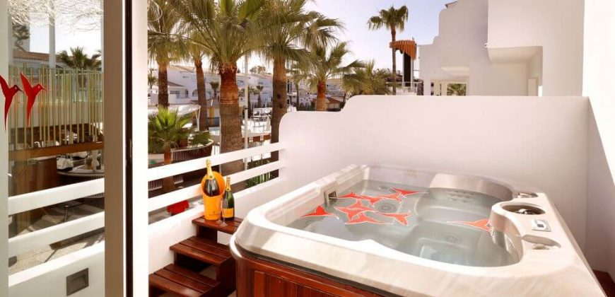 "The Ushuaïa Club Hotel"">"