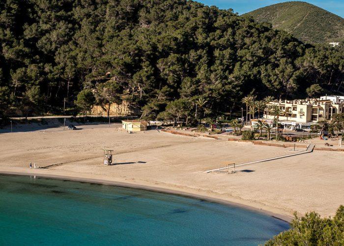 Guide: Cala Llonga   Discover Ibiza