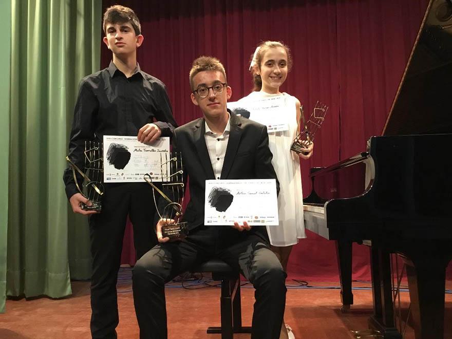Ganadores pianistas juveniles 2019
