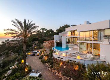 Touring Ibiza's villas in virtual reality